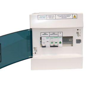Detalle de cuadro eléctrico Accumula Energy CPI con puerta abierta